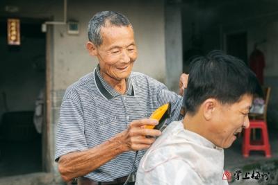 大埔银江80岁老人走村串巷为村民理发40载