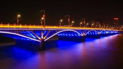 春节前的梅城夜色,让人怦然心动!