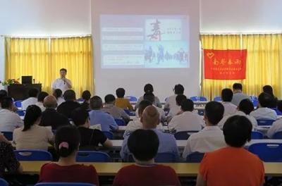 梅江区开展禁毒宣传进单位活动,受到外来务工人员欢迎