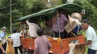 三轮车载着10位老人!五华农村这些交通违法行为你见过吗?